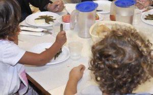 Grillo denuncia: Mense delle scuole 33% non a norma